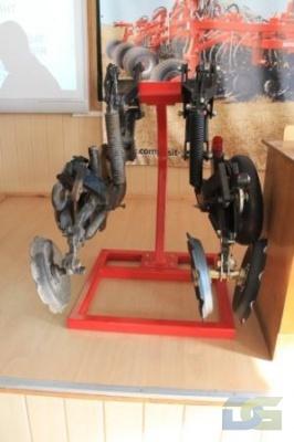 экспозиция «Элемент разработанного дисково-анкерного сошника»